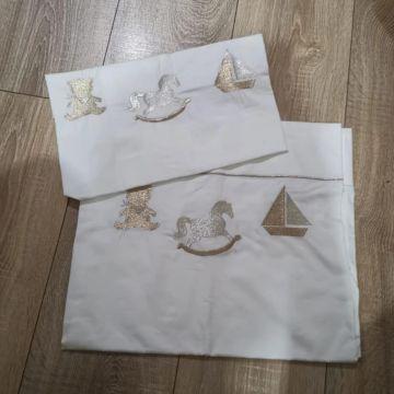 drap de bébé avec taie d'oreiller brodé